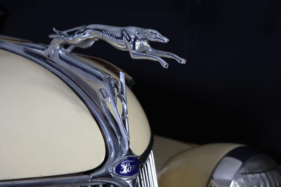 FORD-V8-ROADSTAR-1936