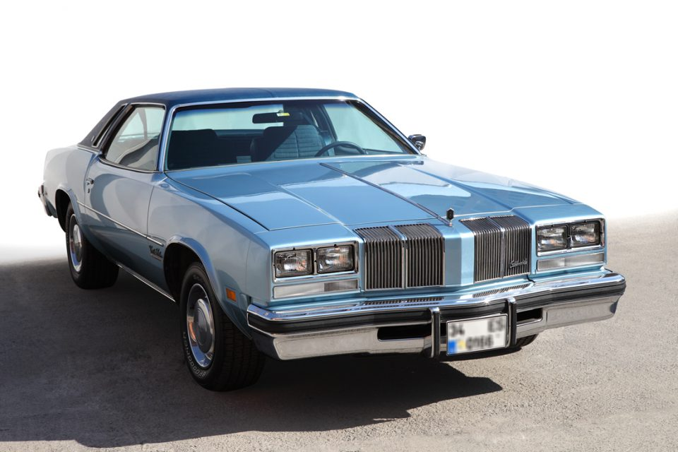 Oldsmobile-Cutlass-Saloon-1976